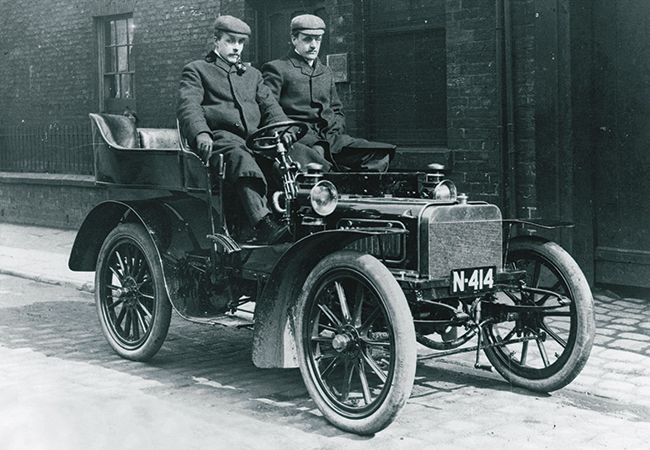ONE OF THREE ROYCE CARS BUILT, PICTURED IN COOKE STREET, MANCHESTER, 1904.jpg